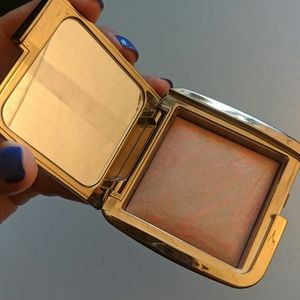 """Hourglass Ambient Lighting blush in """"Dim Infusion"""""""